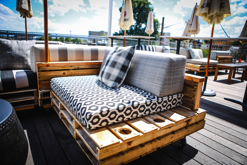 Custom pallet lounger