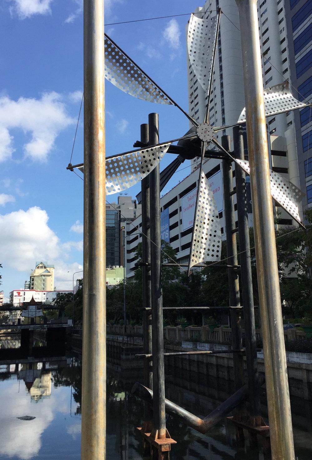 Si Lom (The Windmill)
