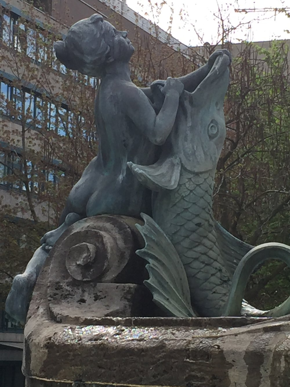 Frankfurt: naked woman with fish