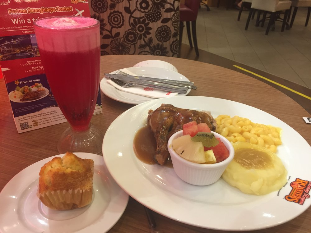 Roast chicken meal and strawberry float, Kenny Rogers Roasters Ipoh. Allegedly there's still one of these in The States (Ontario California) but I hadn't seen a KRR in decades. Meanwhile there are 87 of them out here so imma call it Malaysian cuisine.