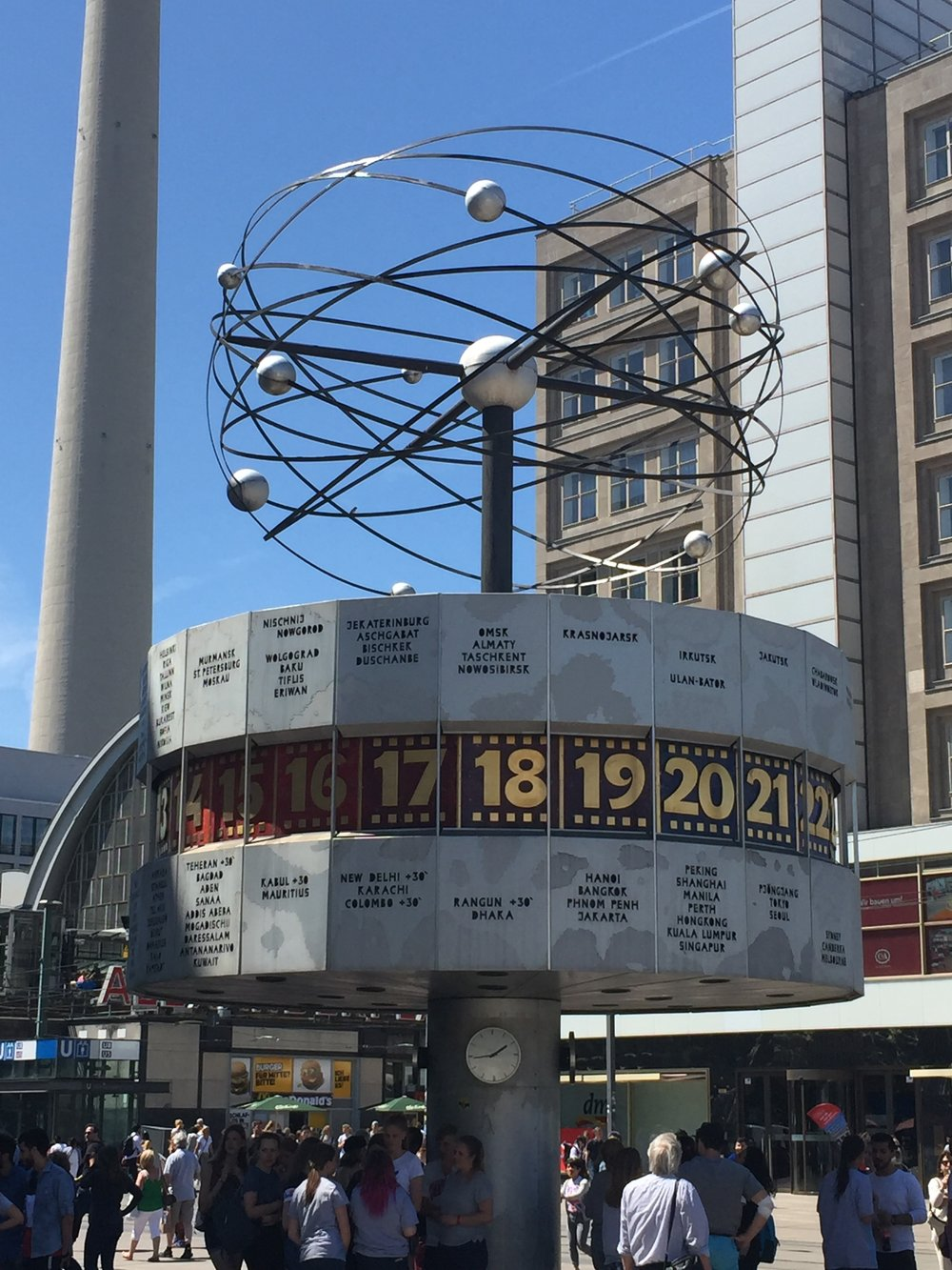 World Clock, Berlin : it's a quarter to 19 where a piece of my heart is