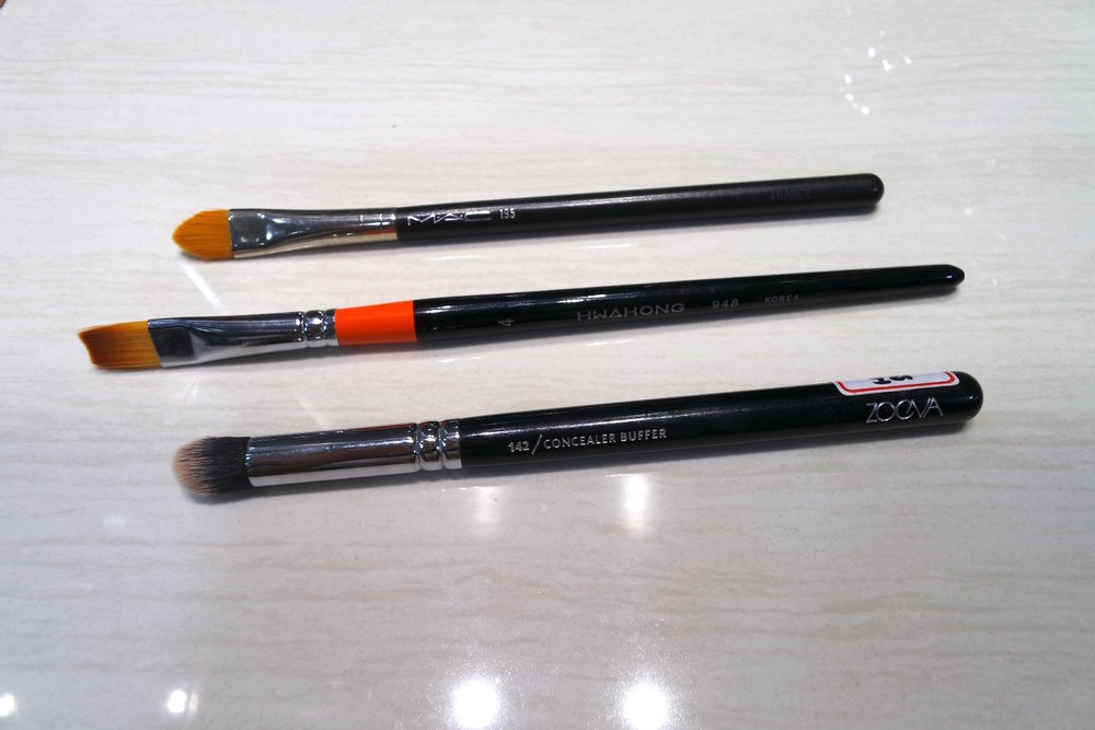 Concealer brush showdown (T-B): MAC 195, Acrylic Paint Brush, Zoeva 143