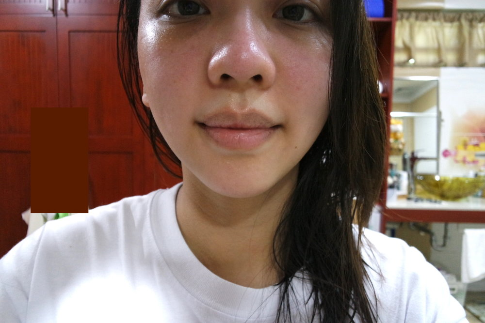Before applying April Skin Magic Oil Tint in Scarlet 101. Note how my lips have dark outer circles ( Pati ba sa lips   dark circles nanaman?! Jusko dark circles, leave me alone, please!!! The power of Christ compels you!)