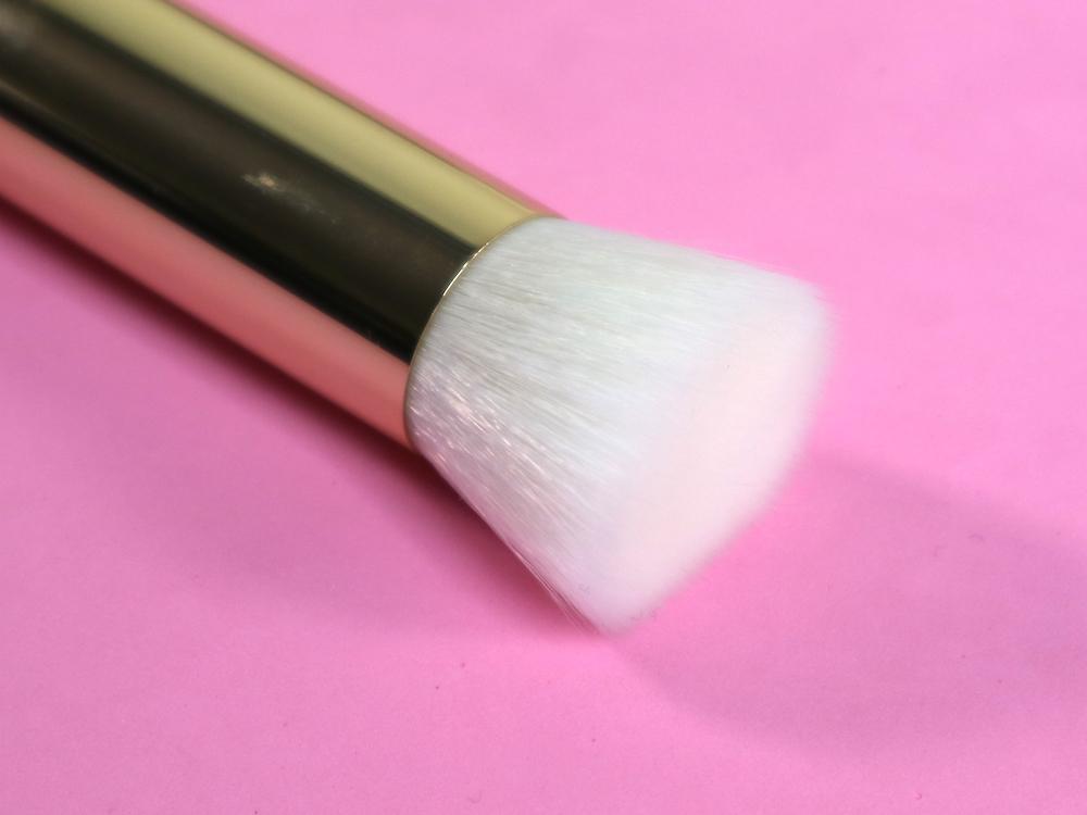 ellana kallista flat top kabuki brush 104