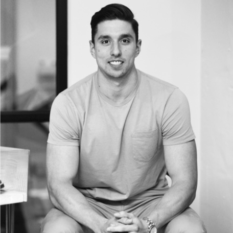 "Rich Carelli | '16 - Founding Partner | Thursday Boot CompanyRich@thursdayboots.comAsk Me About: ""Working for a startup, supply chain management, retail, e-commerce brands, direct-to-consumer strategy, logistics"""
