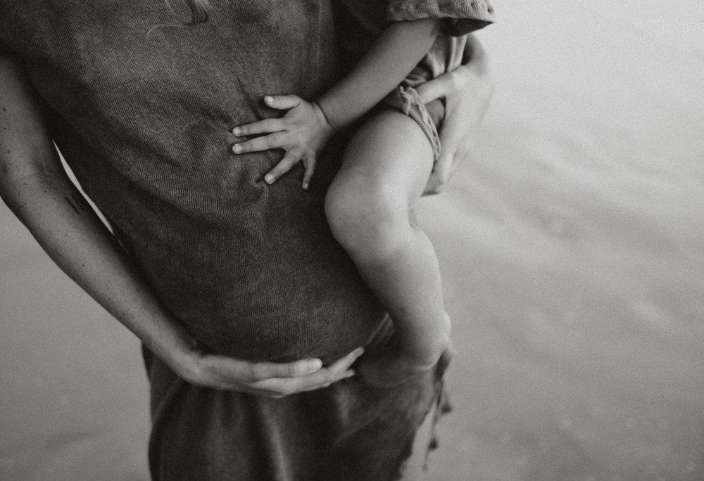 jinti_fell_Beach_Maternity_AlexWarden_Photography5.jpg