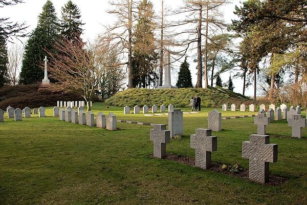FirstWW - St Symphorien Cemetery 1 - Jean-Pol Grandmont.JPG