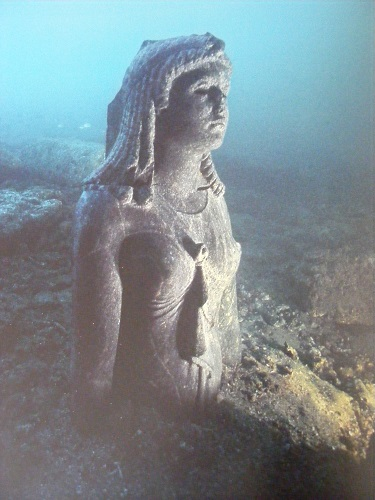 Queen (possibly Cleopatra III) dressed as Isis, Thonis-Heracleion
