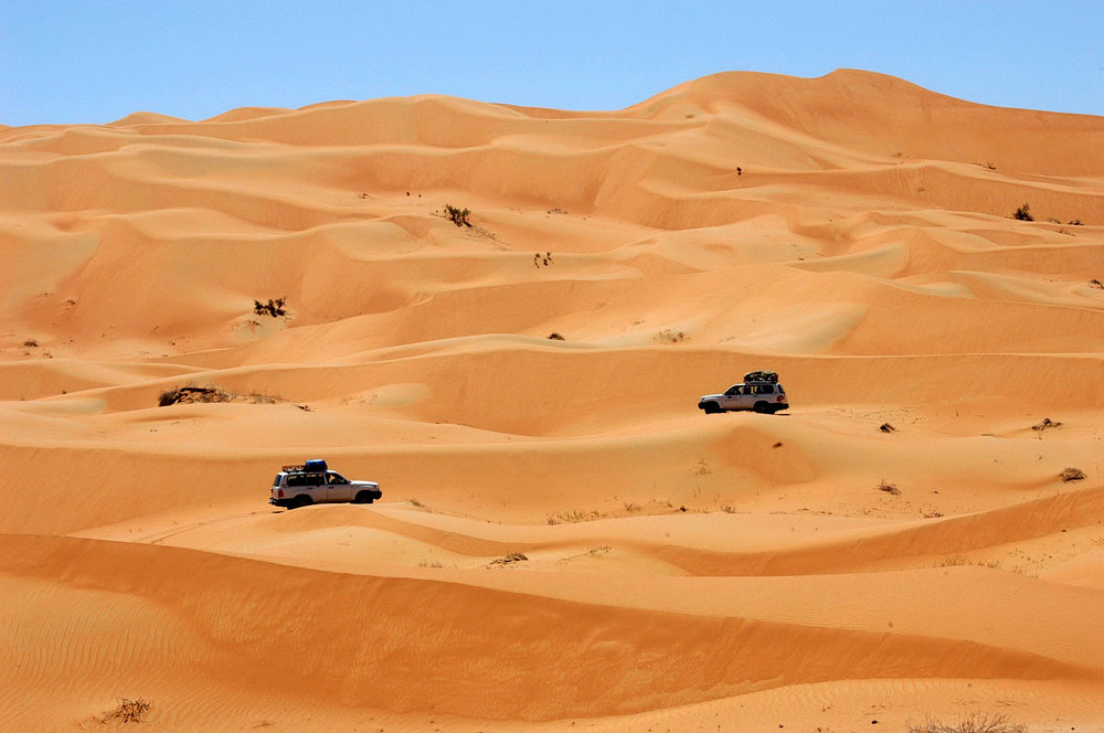 OMAN cars in the desert 2.JPG
