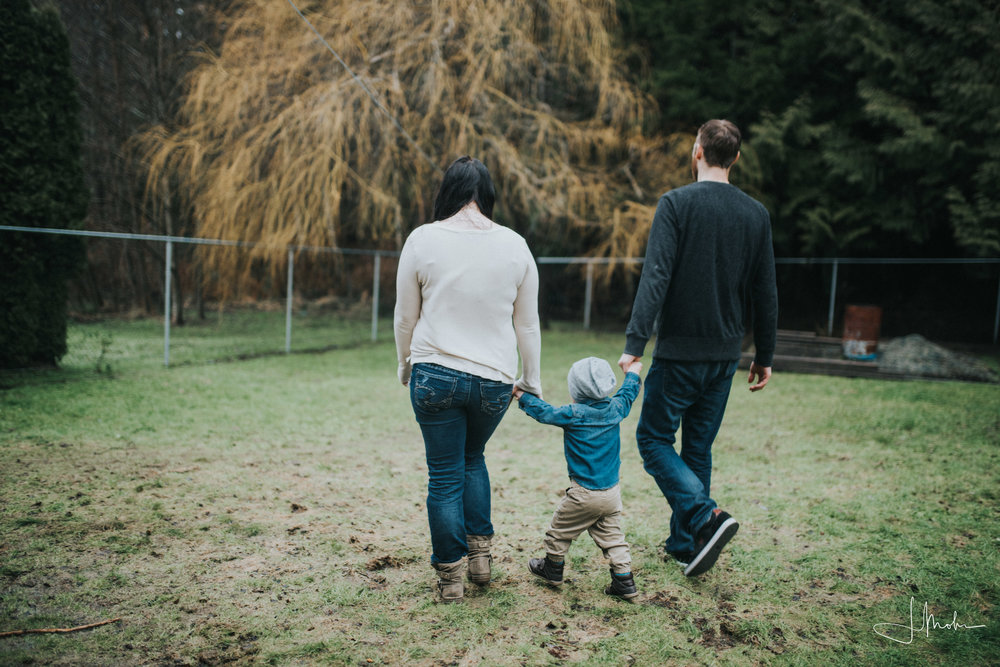 Courtney-- Family Session-- Powell River-3799.jpg
