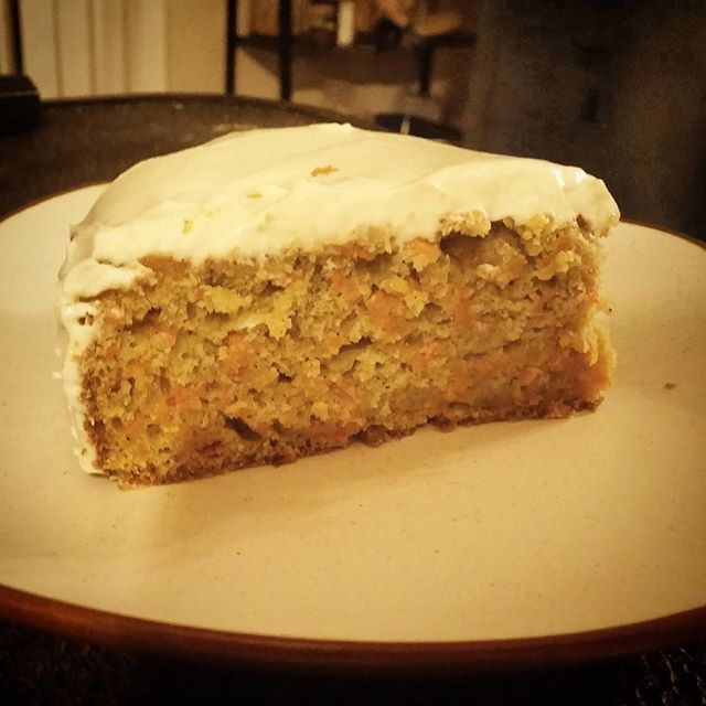 Happy Easter! 🐰🐣 If you're looking for a carrot cake that's deliciously spiced and fragrant, look no further! My gluten free Spiced Carrot Cake with lightly sweet cream cheesing frosting is a tried and true crowd pleaser. Tap @theaccessiblekitchen to get the recipe link in the profile! . . . . . #happyeaster #glutenfreeeaster #glutenfree #glutenfreecarrotcake #spicedcarrotcake #glutenfreebaking #spooniefriendlyrecipe #spoonieeaster #spooniebaking #easyrecipe #carrotcake #creamcheesefrosting #chronicillness