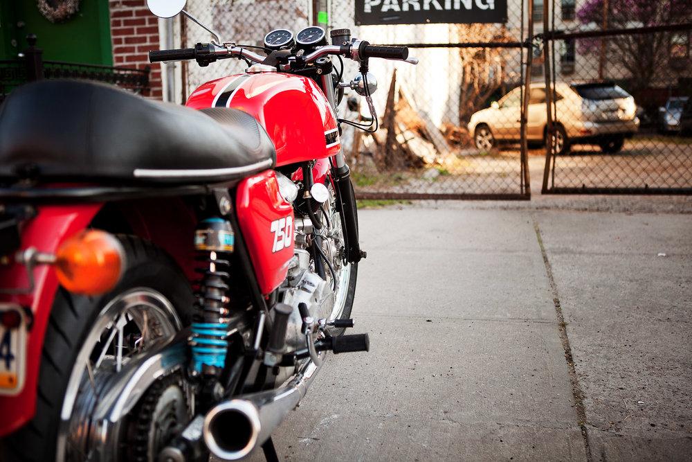 1975 Ducati 750GT Side