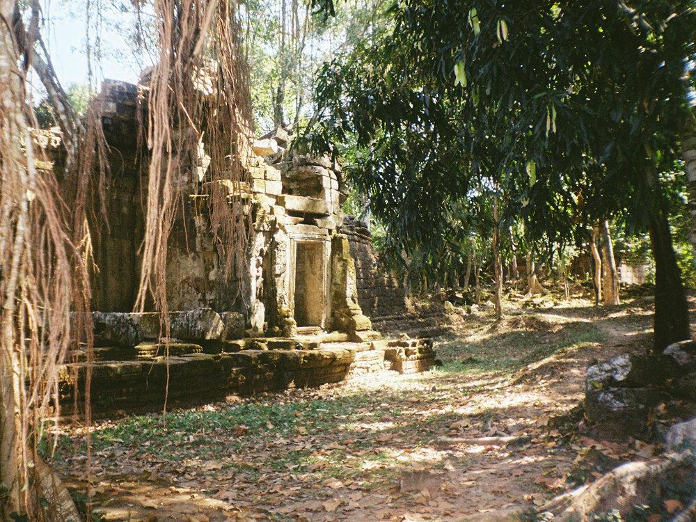 008_HandZaround DiegoGorrion Thailand Cambodia.JPG