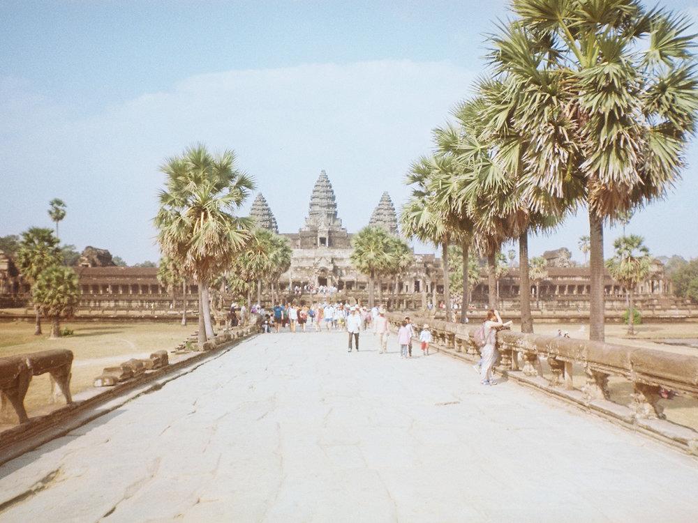 009_HandZaround DiegoGorrion Thailand Cambodia.JPG