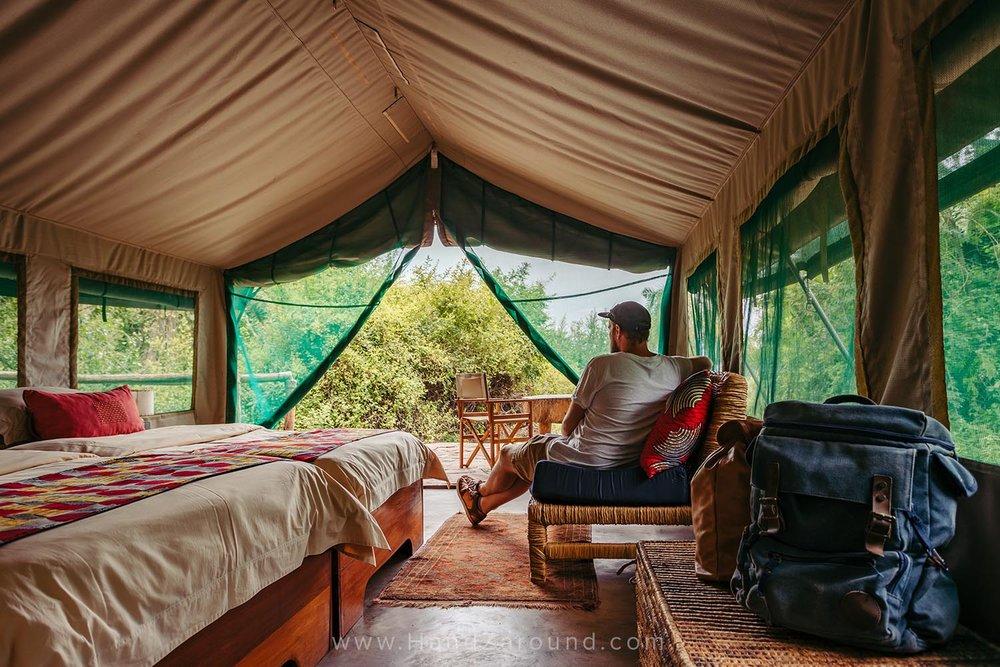 079_HandZaround_Akagera_African_Parks_Rwanda_East_Africa.jpg