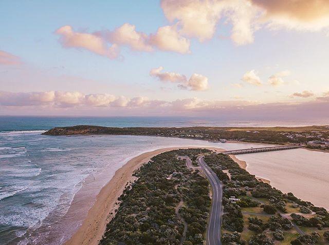 The Village by the Sea 💛💚💙 •• •• •• •• #HandZaround #HandZaroundAustralia • • • #australia#victoria#visitvictoria#explorevictoria#seeaustralia#geelong#bellarine#visitgeelong#visitgeelongbellarine#focusaustralia#australiagram#exploreaustralia#discoveraustralia#exploremore#letsgosomewhere#stayandwander#theoutbound#keepitwild#getoutside#optoutside#getoutstayout#travelstoke#goexplore#traveldeeper #oceangrove #barwonheads #droneaustralia #visitbarwonheads