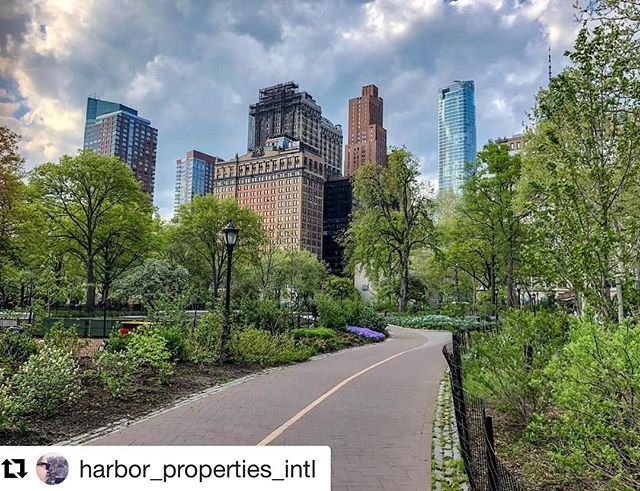 Perfect day for Pier A ☀️🍸🍺 . #Repost @harbor_properties_intl with @get_repost ・・・ New York City has more than 1,000 miles of bike paths, with more than 250 miles in Manhattan alone.  This half-mile stretch through The Battery, from the Staten Island Ferry Terminal up to @piera_nyc Pier A, is one of the prettiest. . .  #MyNYSee #manhattan #nyc #hudsonrivergreenway #nycgreenway #citibike #thebattery #batterypark #piera #lowermanhattan #realestate #liveworkplay #harborproperties