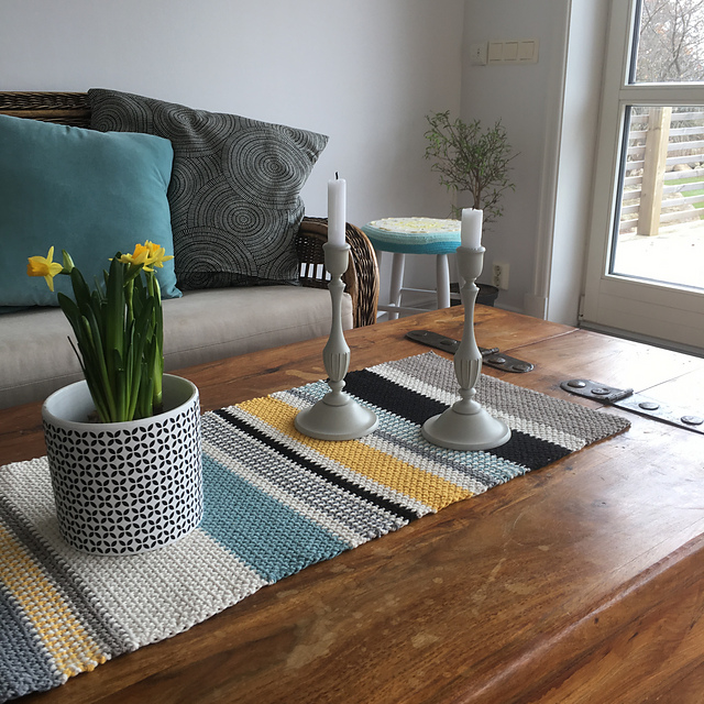 Moss Stitch Table Runner by In The Yarn Garden