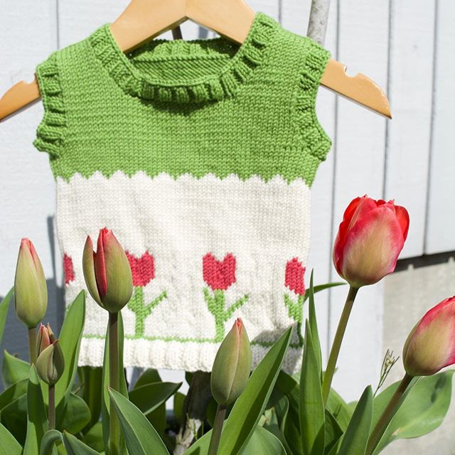 Tulips season may be over but you can still knit this adorable baby vest. It's a free pattern available in the free pattern section of our website.  #knitting #tulips #knittingforbaby #handmade #knittingwithlove