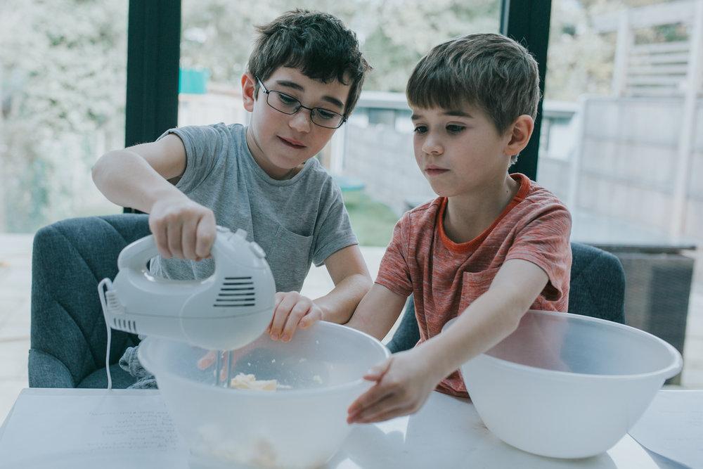 Halloween-cupcakes-baking-with-kids-simple-recipe-vanilla-cupcakes-bbc-minas-planet-jasmina-haskovic-4