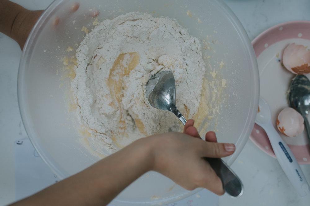 Halloween-cupcakes-baking-with-kids-simple-recipe-vanilla-cupcakes-bbc-minas-planet-jasmina-haskovic-6