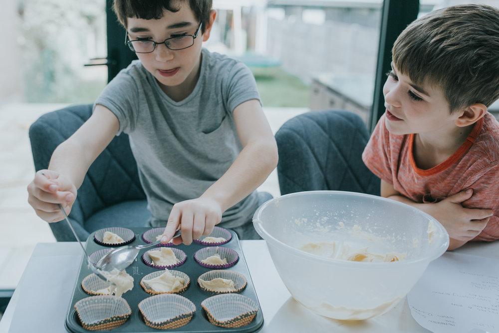 Halloween-cupcakes-baking-with-kids-simple-recipe-vanilla-cupcakes-bbc-minas-planet-jasmina-haskovic-8