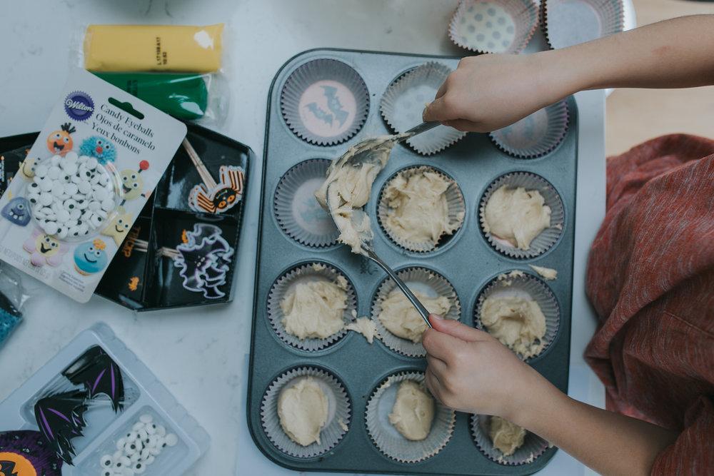 Halloween-cupcakes-baking-with-kids-simple-recipe-vanilla-cupcakes-bbc-minas-planet-jasmina-haskovic-9
