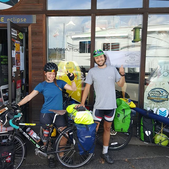 The cycling surfers! Check out our friends Henry and Alyce who picked up a board on their way from B.C. to Mexico!🌊✌👍
