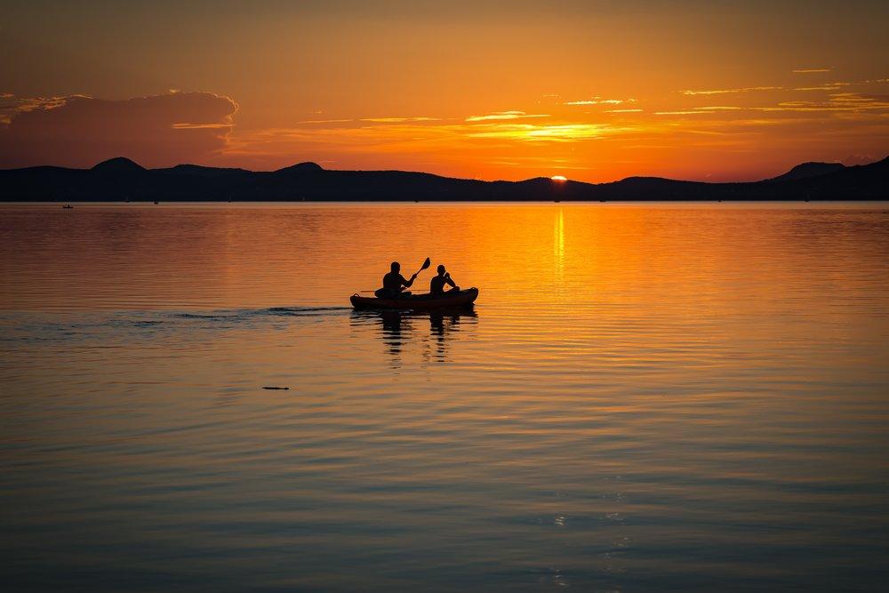 backlit-beach-boat-158045.jpg