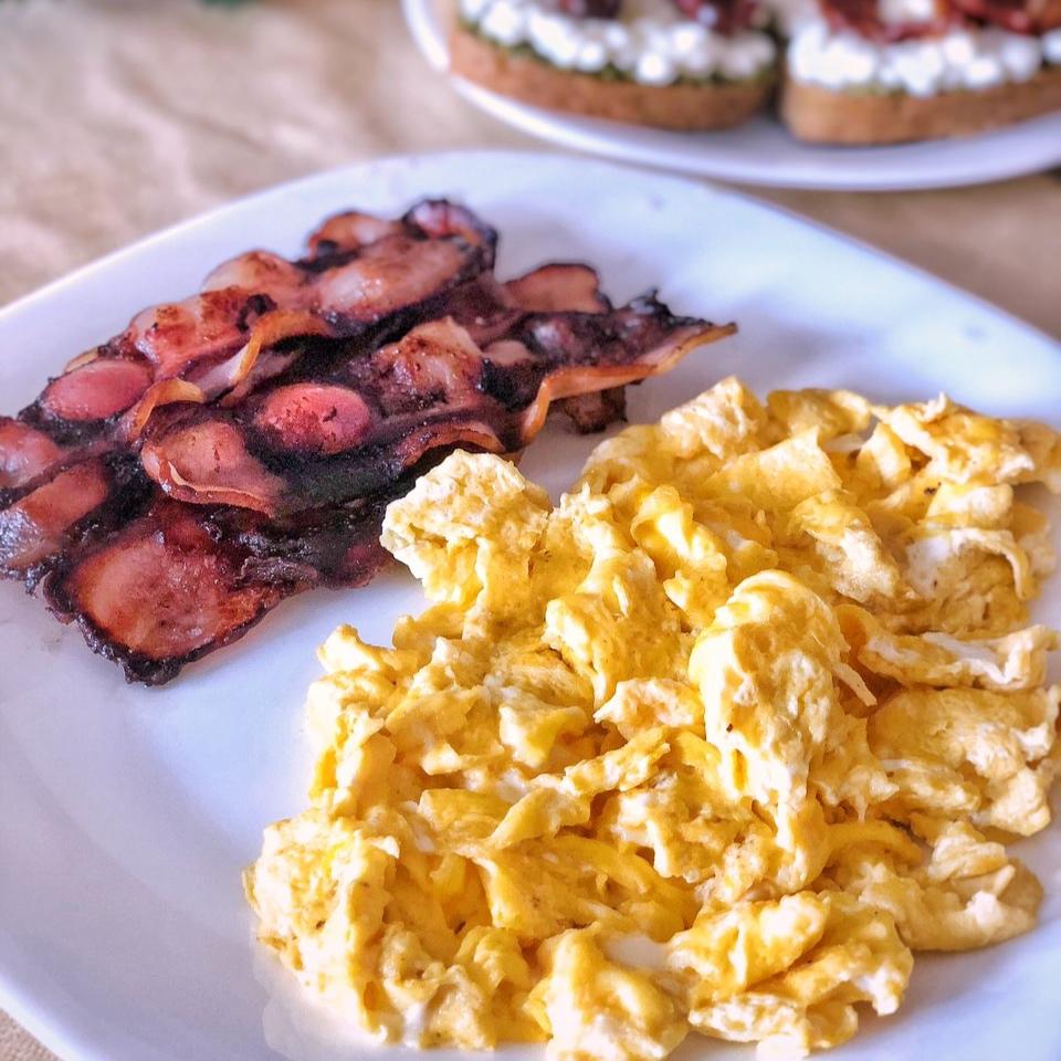 Бъркани яйца с бекон