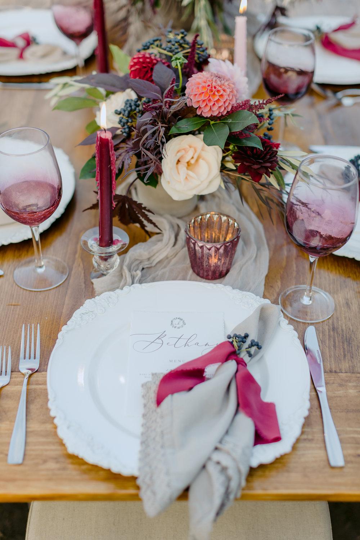 Burgundy_And_Gray_Wedding_Table