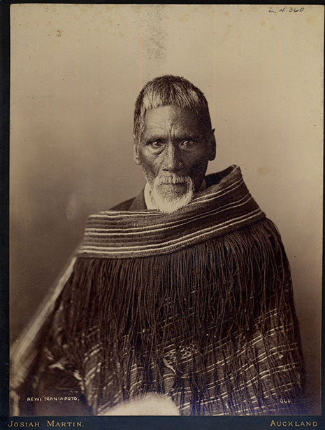 "Rewi Maniapoto was a prominent member of Ngāti Maniapoto.  Influenced by both Māori and Pākehā teachers, he was literate, adept in combat, and a leader within the Kingitanga movement.  He had immense knowledge of Pākehā military strategies, and was an advisor to King Tāwhiao.  He also led the ""final Māori stand"" at Ōrākau.  Rewi Maniapoto Reserve was constructed in his honour; and he was buried there after his death a few months later."