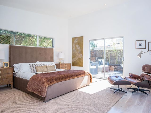 Lots of natural light in this beautiful master retreat. The space offers some tranquility in a busy city setting #midwilshire #rockwooddevelopment