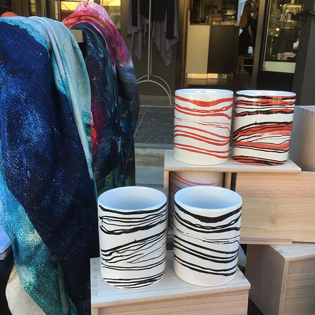 Today we are on the streets with @gullsmedgullhagen celebrating fashion and design days in Gjøvik, Norway✨. #bymunch #gullsmedgullhagen #thescream #edvardmunch #scarves #bamboo #norskdesign #norwegiandesign #minmote #fashion #bambus #mugs #krus
