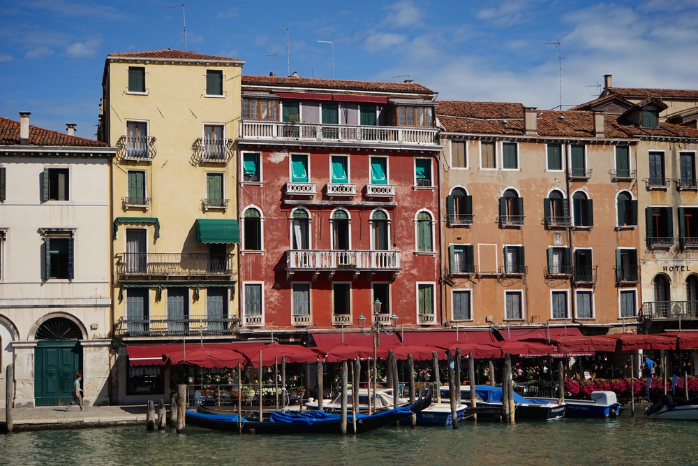 Canal Grande Architecture.jpg