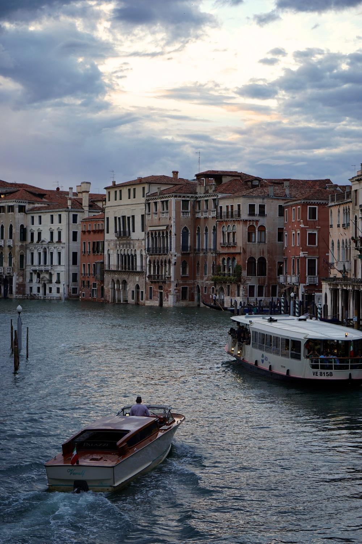 Ferry on Canal Grande.jpg