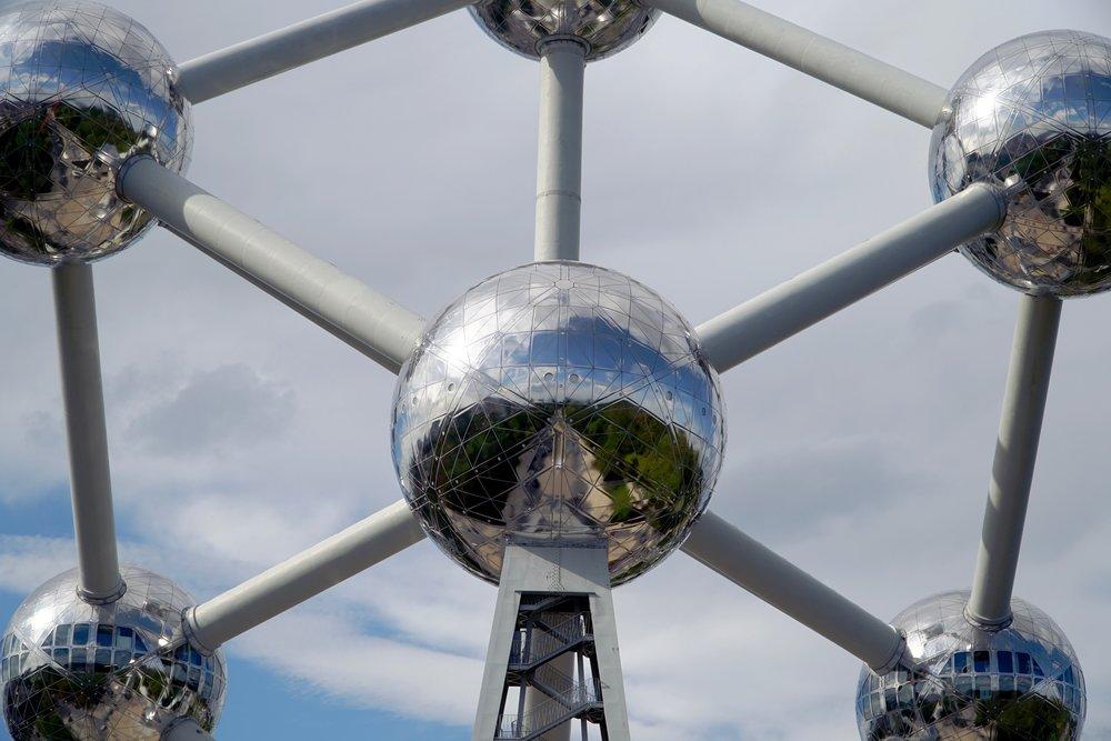 Atomium Reflection.jpg