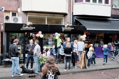 AMSTERDAM  Johannes Verhulststraat 107 h. Dagelijks geopend van 12.00uur - 22.00uur. Telefoonnummer: 020 664 08 09.  In de omgeving is er voldoende (betaalde) parkeergelegenheid.  Met het OV zijn wij vanaf Amsterdam CS bereikbaar met tram 2, halte Cornelis Schuytstraat.     ons menu