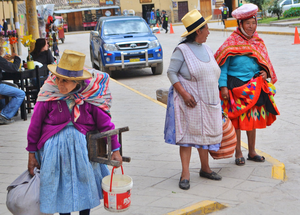 Peruvian women wearing traditional clothes