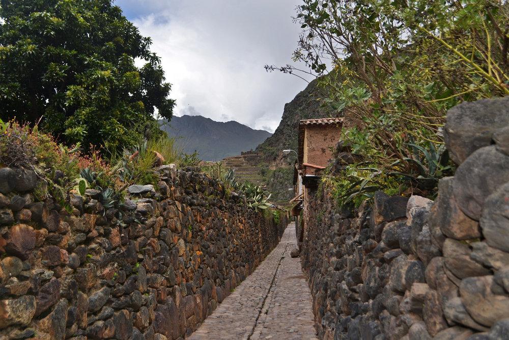 narrow street ollantaytambo