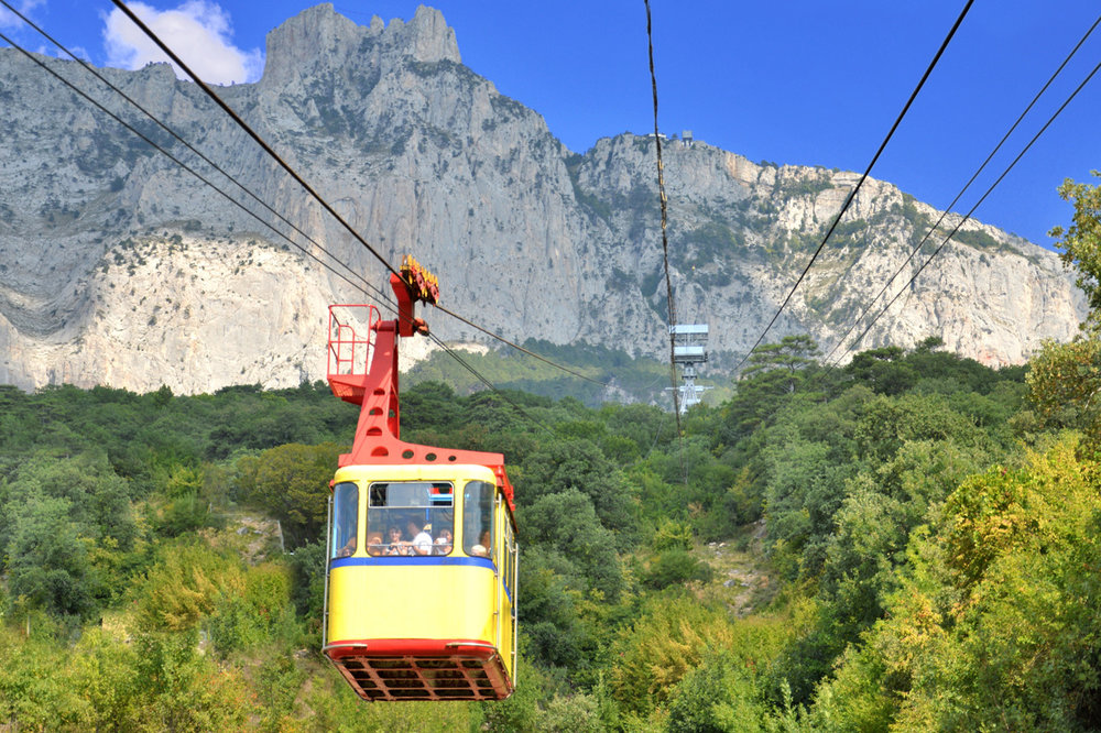Cable car on the way up to the top of Ai-Petri
