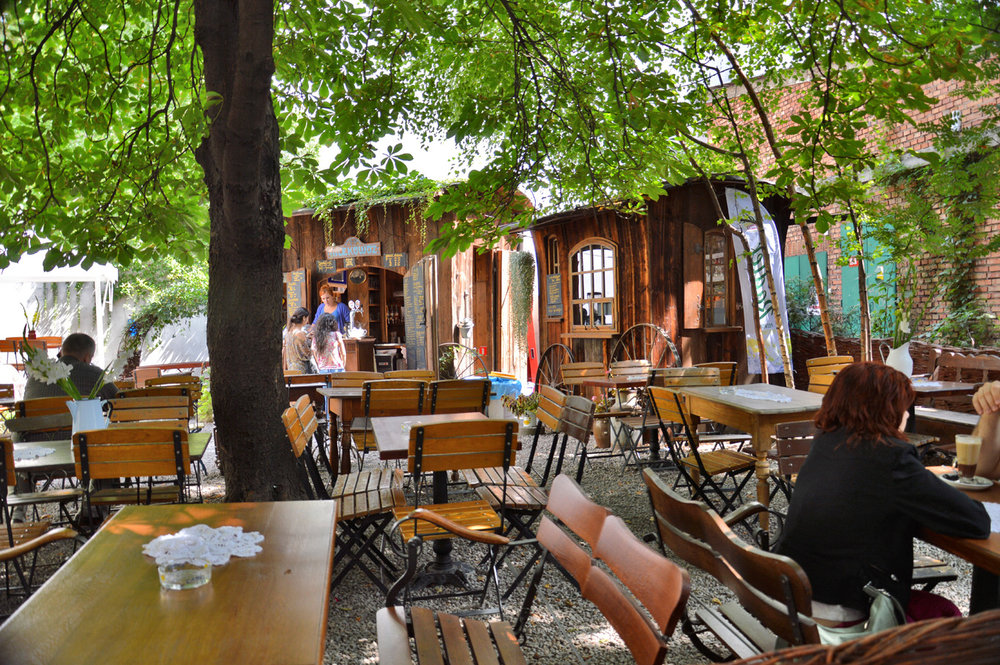Open-air restaurant in Kazimierz