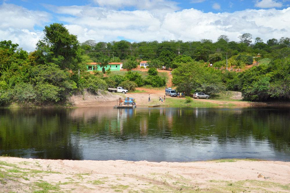 Atravessando o rio Paraguacu