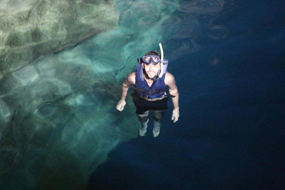 Flutuando em águas cristalinas