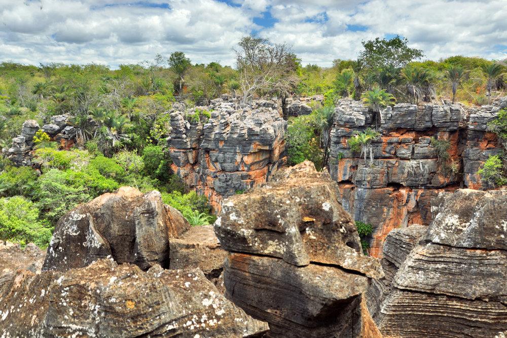 Formações rochosas perto da Gruta da Torrinha