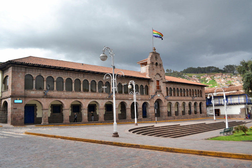 Plaza de San Francisco - The rainbow flag is the flag of Cuzco