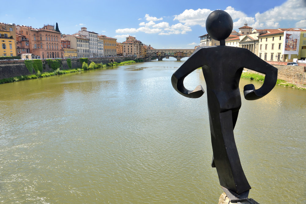 A modern sculpture with Ponte Vecchi in the background