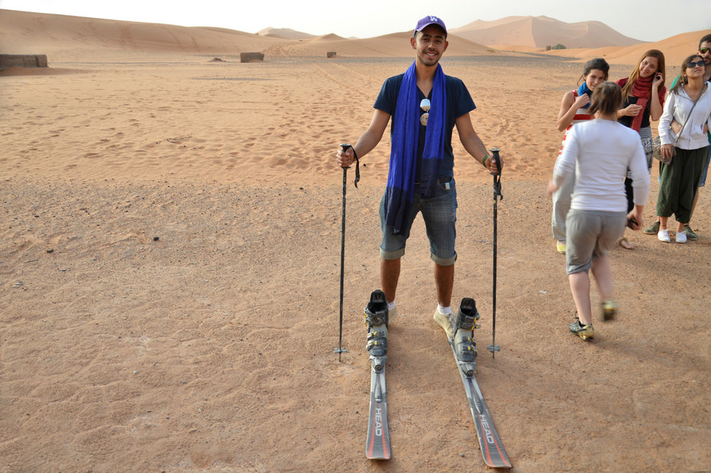 Skis in Sahara