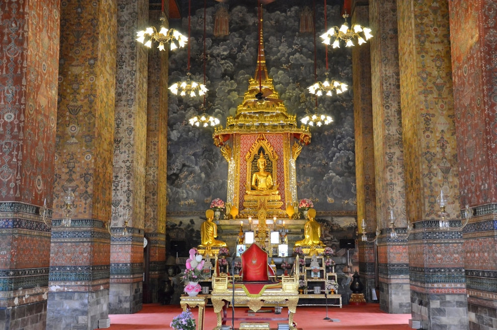 Wat Makut Kshattriyaram inside