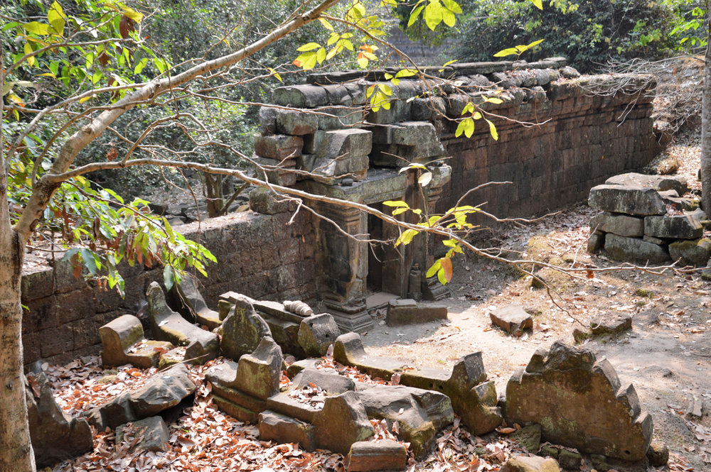 The ruins of the walls of Angkor Thom